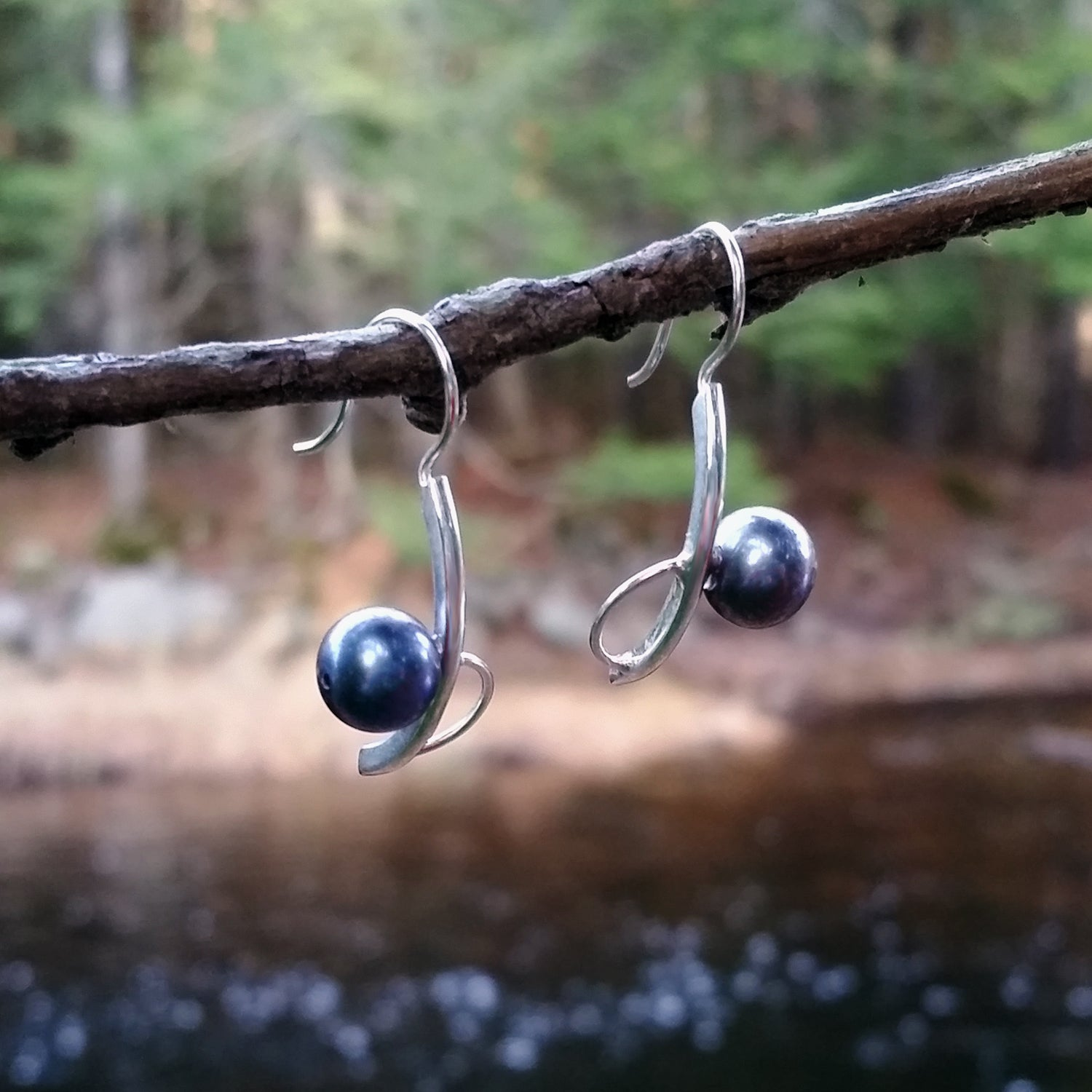 Offset Large Pearl Earrings