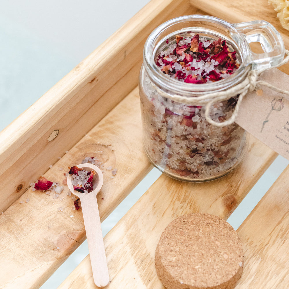 Load image into Gallery viewer, Damask rose & vetivert himalayan bath salts