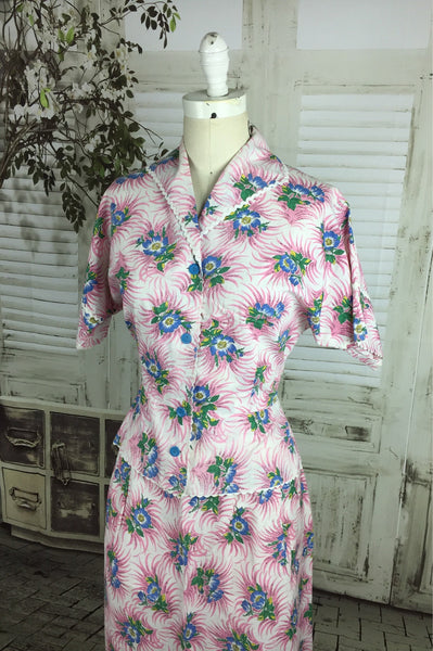 Original 1950s 50s Vintage Short Sleeve Cotton Summer Suit In Pink, White And Blue Hawaiian Floral Pattern
