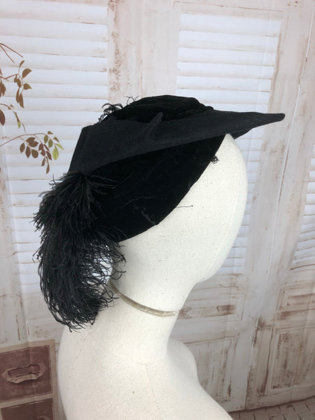 Black Edwardian 1910s Hat With Ostrich Feather Decoration