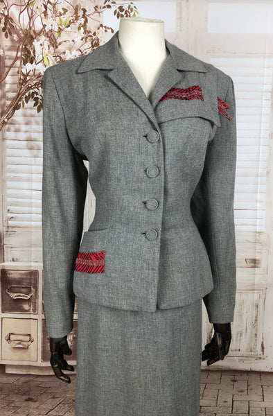 Original 1940s 40s Vintage Grey Wool Skirt Suit With Beaded Red Gabardine Panels