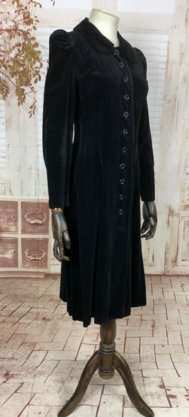 Amazing 1930s 30s Vintage Black Velvet Coat With Puff Sleeves