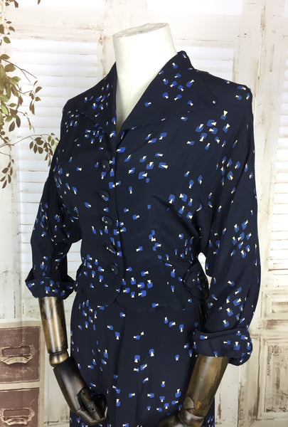 Original 1940s 40s Vintage Navy Blue Rayon Summer Suit With Scalloped Hem