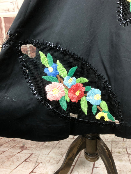 Original Vintage 1950s 50s Black Taffeta Skirt With Embroidered Straw Flowers
