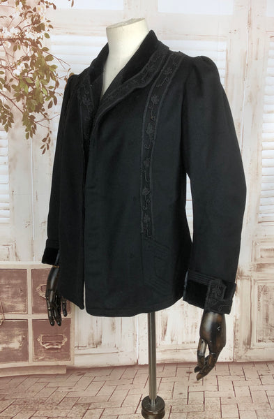 Original Victorian 1890s 1900s Antique Black Riding Habit Jacket With Lace Decoration