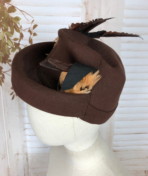 Original Vintage Brown 1940s 40s Felt Tilt Hat With Decorative Feathers