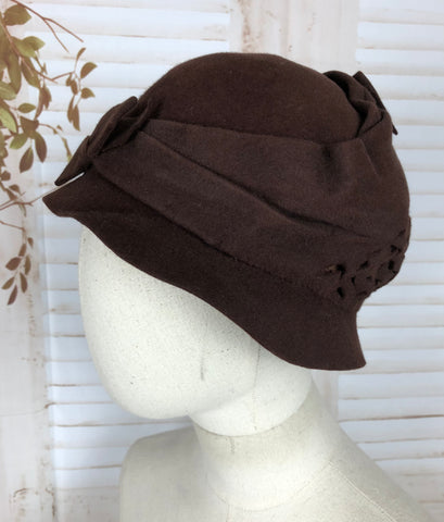 Original Vintage 1930s 30s Brown Felt Hat With Bow And Pierced Decoration