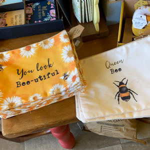 Bee Pouch Bag
