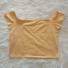 Load image into Gallery viewer, Charlotte Russe Short Sleeve // Size Large