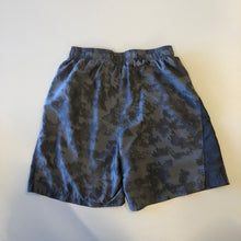 Load image into Gallery viewer, Under Armour Athletic Shorts // Size Medium