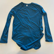 Load image into Gallery viewer, Under Armour Long Sleeve // Size Small