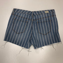 Load image into Gallery viewer, Striped Shorts // Size 5/6