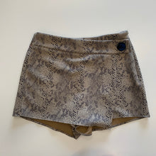 Load image into Gallery viewer, Zara Shorts  // Size Large