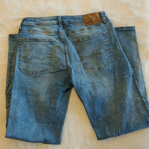 American Eagle Jeans // Size 32