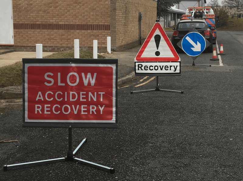 Roadside Recovery roll-up signs TriFlex™ system Kit