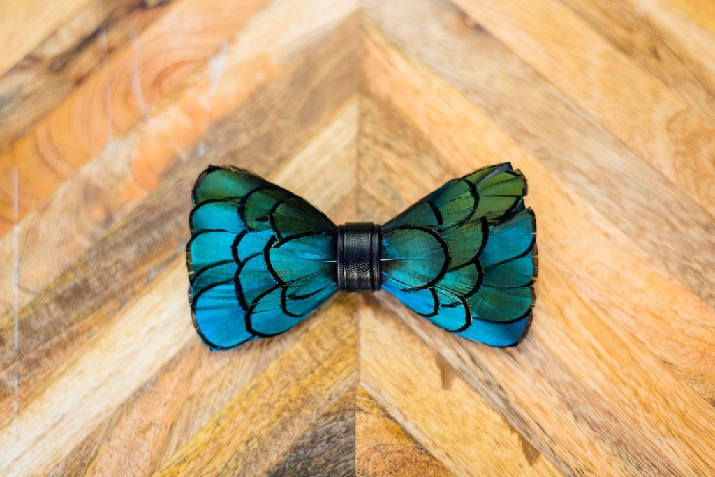 Feather Bow Tie - Pine