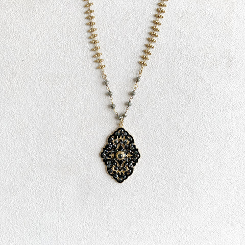 Baroque Pendant Necklace in Gold