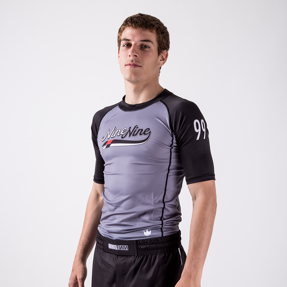 Script Nine Nine Rash Guard S/L