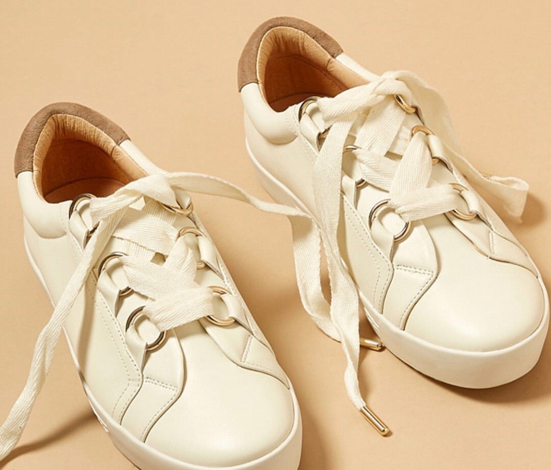 Joie tennis shoe