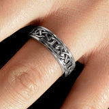 Endless Knot Eternity Band