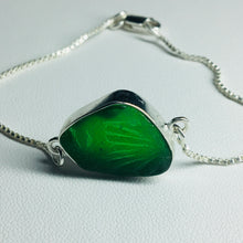 Load image into Gallery viewer, Bezel Set Sea Glass and Box Chain Bracelet