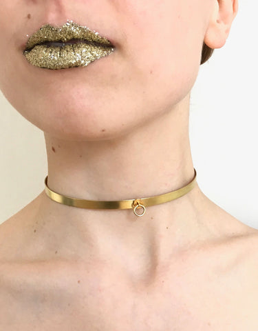 Gold choker with small ring
