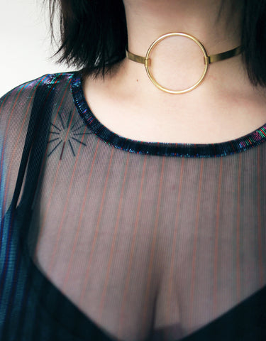 Gold o ring choker