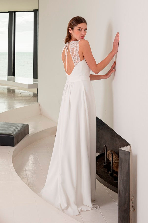 Biarritz wedding dress is a simple A-line bridal gown with a beautiful keyhole back detail and a illusion lace front. Stunning designer discounted dress amazing quality for cheap sale price.