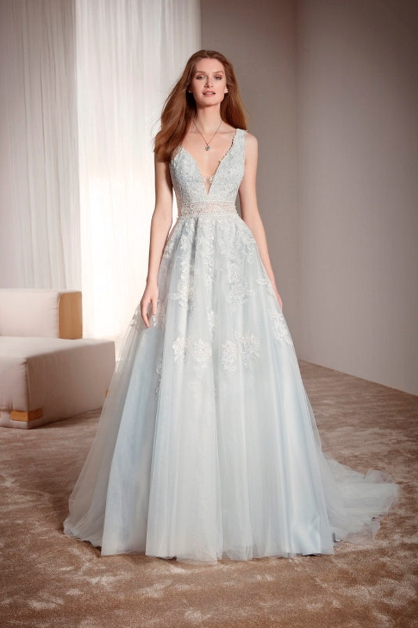 Fara Sposa 5640 wedding dress is a stunning A line lace and tulle bridal gown with plunge neckline. It is perfect for a bride who is looking for a unique wedding dress that is timeless, comfortable, light and yet different. Stunning designer discounted dress amazing quality for cheap sale price.