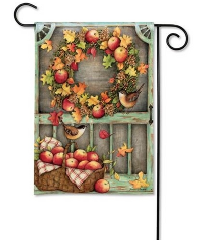 Garden Flag: Screen Door Wreath