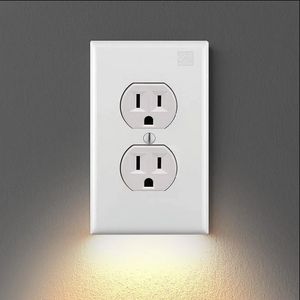 1OUTLET WALL PLATE WITH LED NIGHT LIGHTS-NO BATTERIES OR WIRES [UL FCC CSA CERTIFIED]