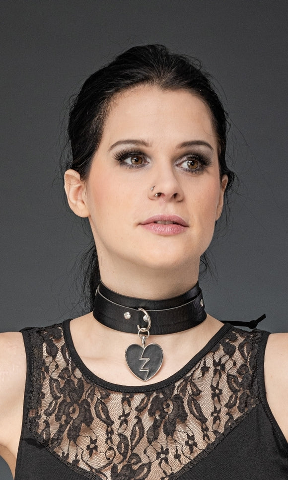 Queen of Darkness - Choker with heart pendant, adjustable si