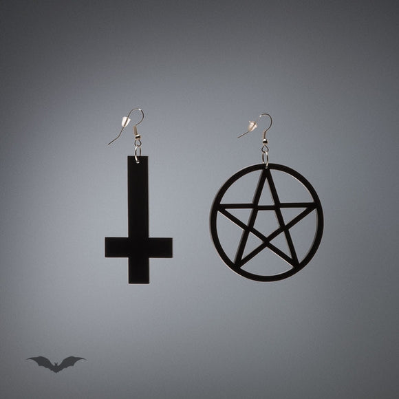 Queen of Darkness - Earrings Cross and Pentagram