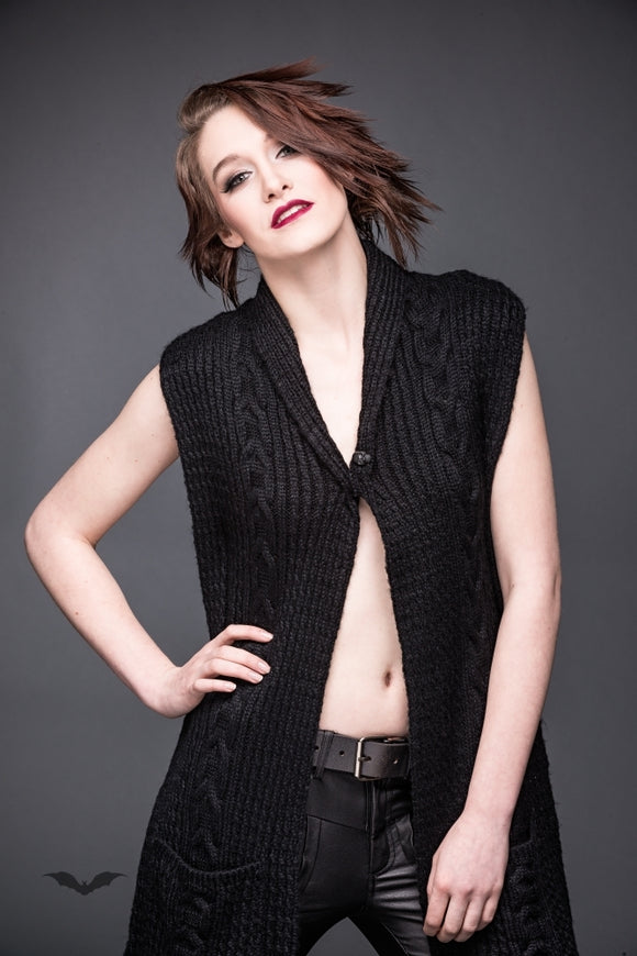 Queen of Darkness - Knit vest with long frontside