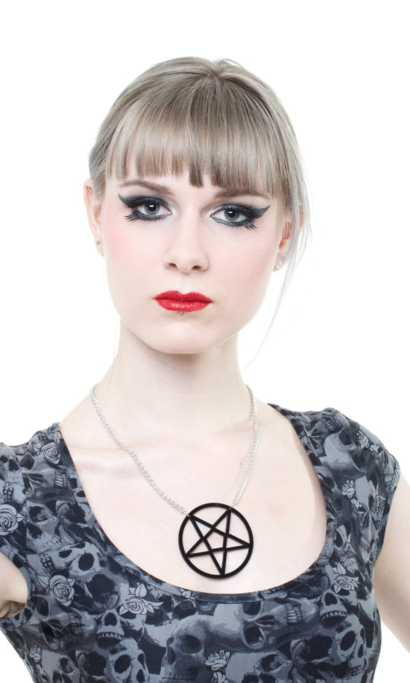 Queen of Darkness - Necklace pentagram