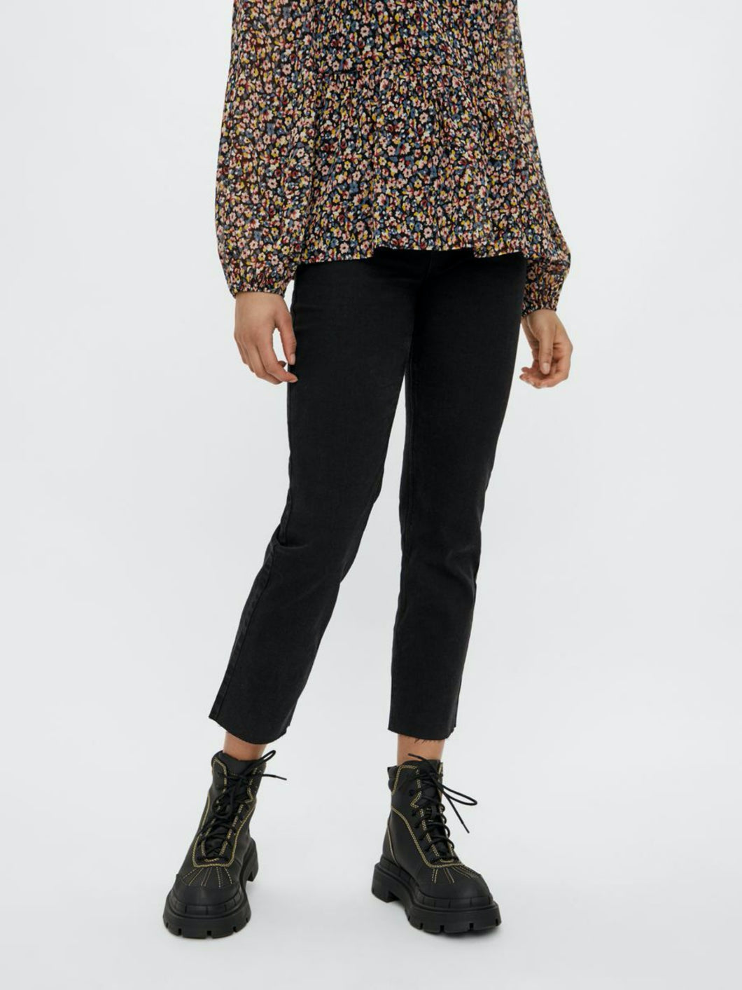 Luna Straight Ankle Jeans