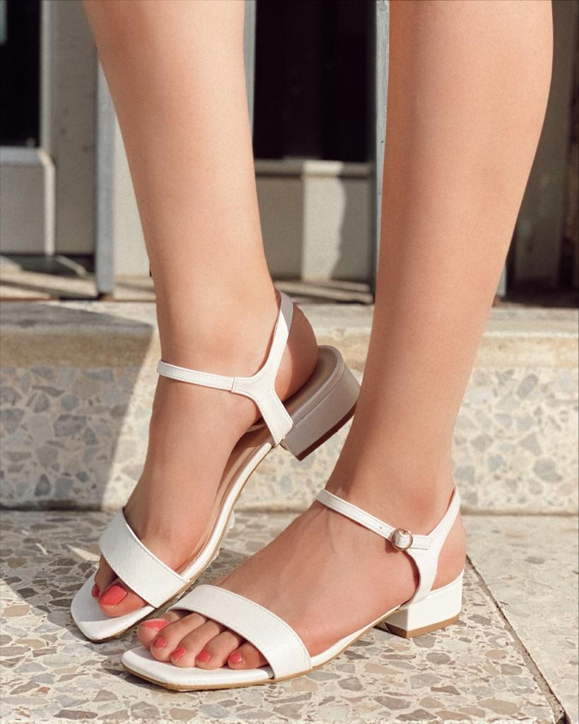 Liliam square heel sandals 1 strip white