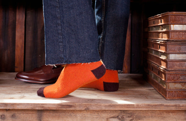 lisa b. Men's Wool + Cashmere Contrast Toe Socks in Pumpkin