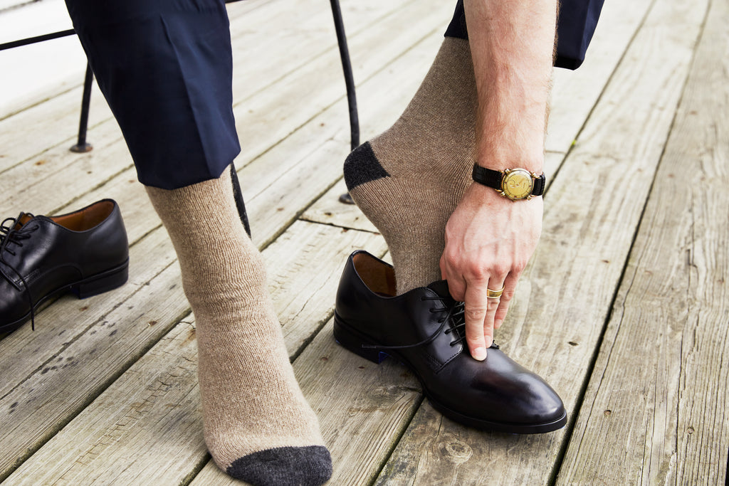 lisa b. men wool cashmere mushroom contrast toe crew socks