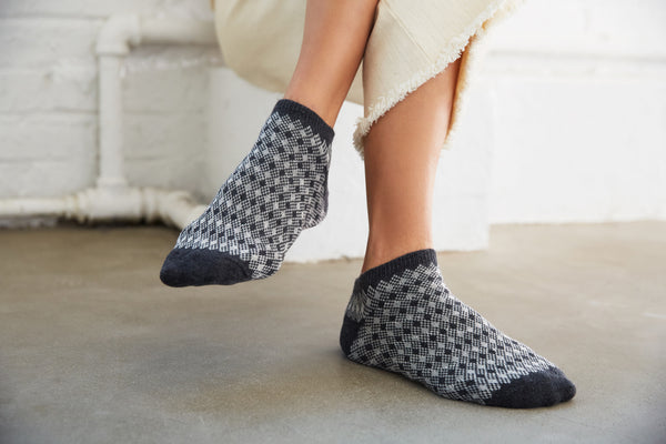 women's diamond + birdseye charcoal cotton shortie socks