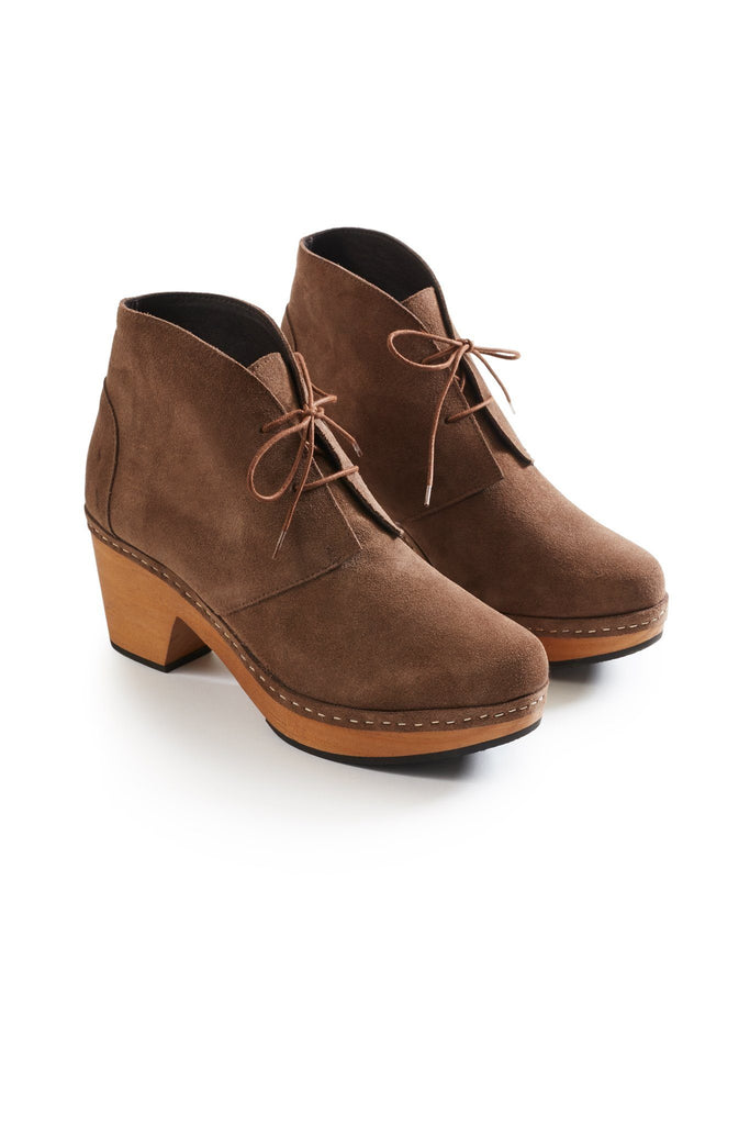 smooth toe bootie suede clogs in mushroom