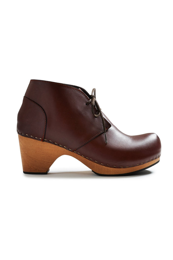 toe seam leather bootie clogs in acorn