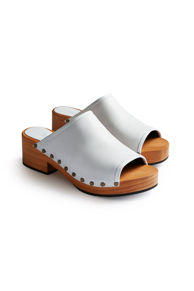 open toe slide clogs in chalk