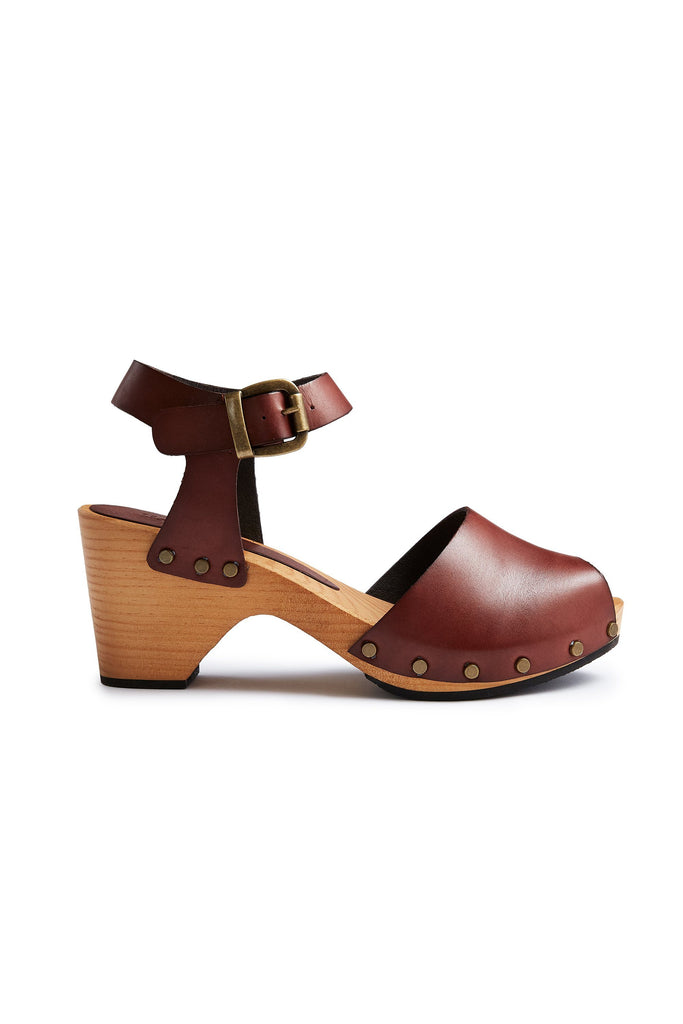 classic peep toe clogs in acorn