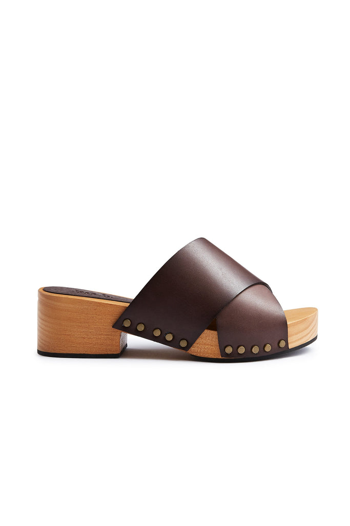 criss-cross slide clogs in dark brown