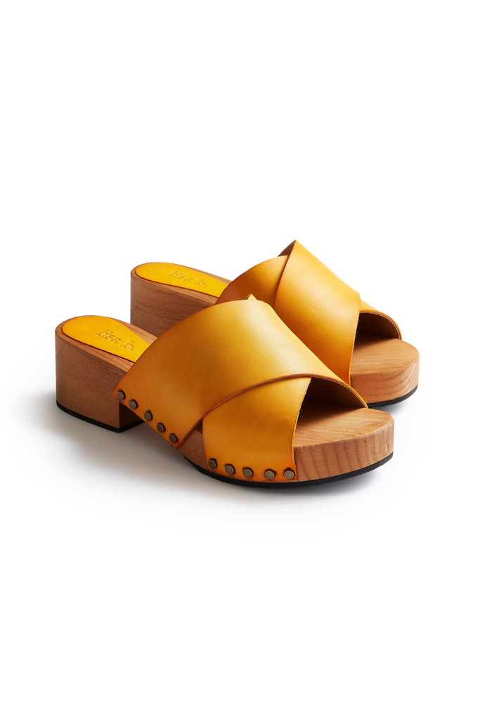 criss cross leather low heel clogs in mango