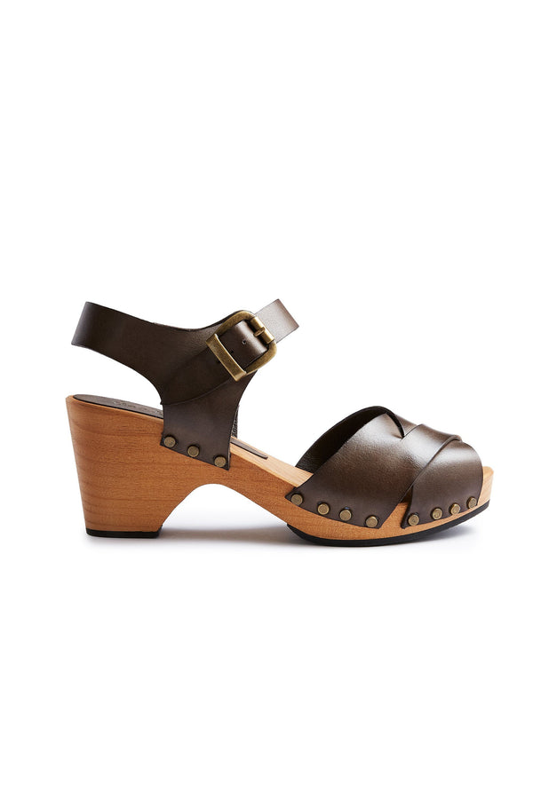 cross-over clogs in dark taupe