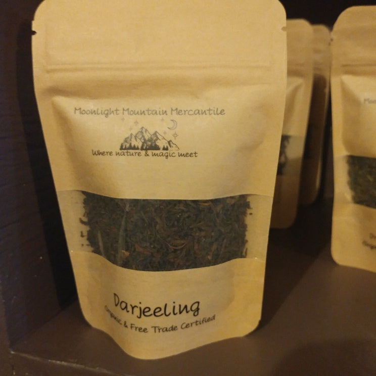 picture of sealed bag of darjeeling tea