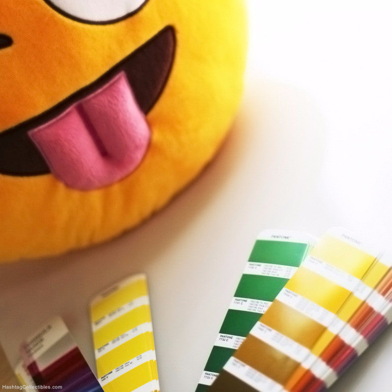 Emoji pillow - Pantone colors
