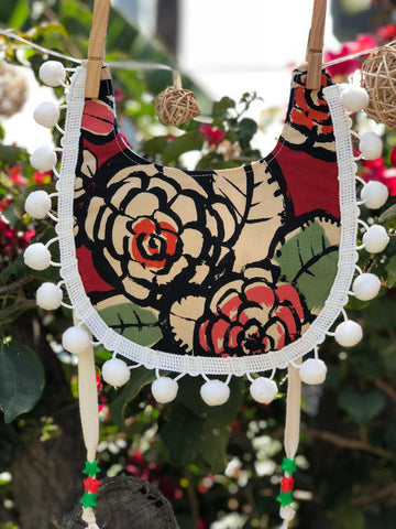 Bib - String- POM POM - Red Flores